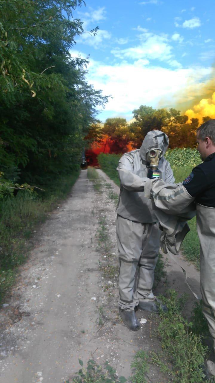 Утечка кислоты и ядовито-оранжевое облако: под Днепром по трассе растеклось химическое вещество, - ФОТО, ВИДЕО, фото-2