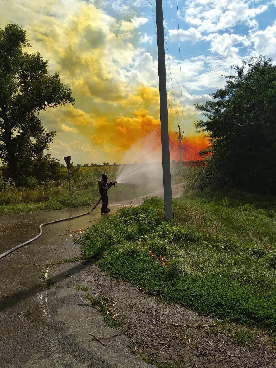 Утечка кислоты и ядовито-оранжевое облако: под Днепром по трассе растеклось химическое вещество, - ФОТО, ВИДЕО, фото-4