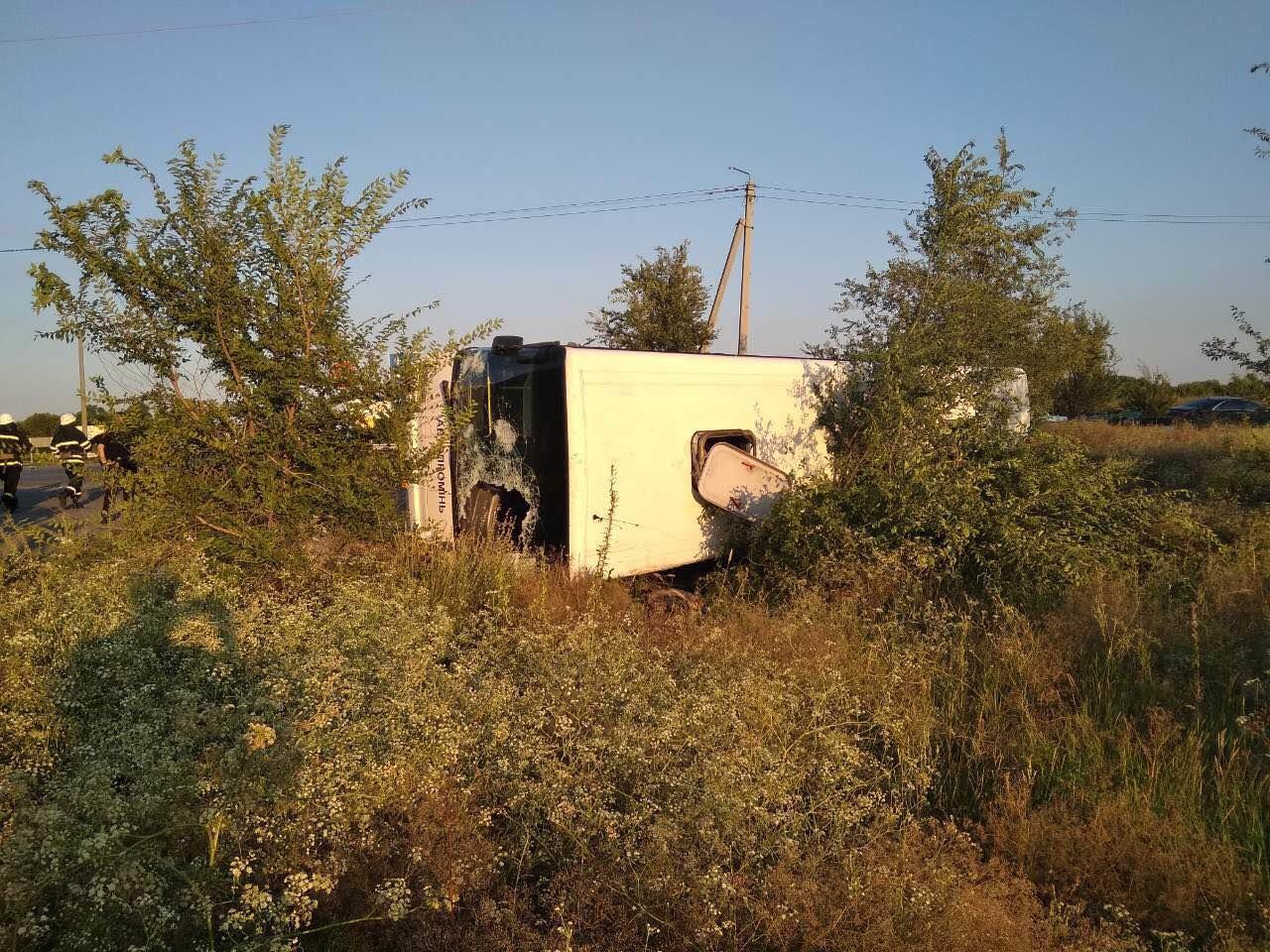 На Днепропетровщине столкнулись иномарка и рейсовый автобус: есть погибшие,  - ФОТО, фото-2