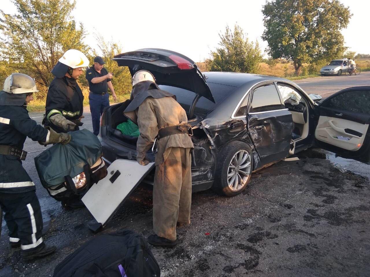 На Днепропетровщине столкнулись иномарка и рейсовый автобус: есть погибшие,  - ФОТО, фото-7