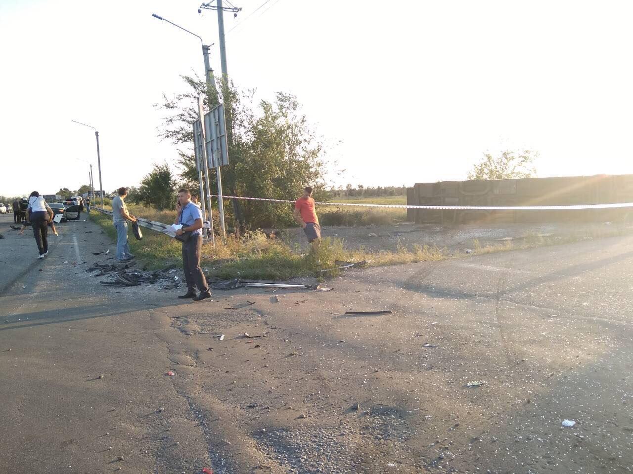 На Днепропетровщине столкнулись иномарка и рейсовый автобус: есть погибшие,  - ФОТО, фото-4