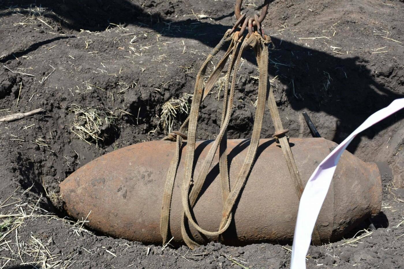 На Днепропетровщине нашли бомбу времен прошлых войн, - ФОТО, ВИДЕО, фото-1