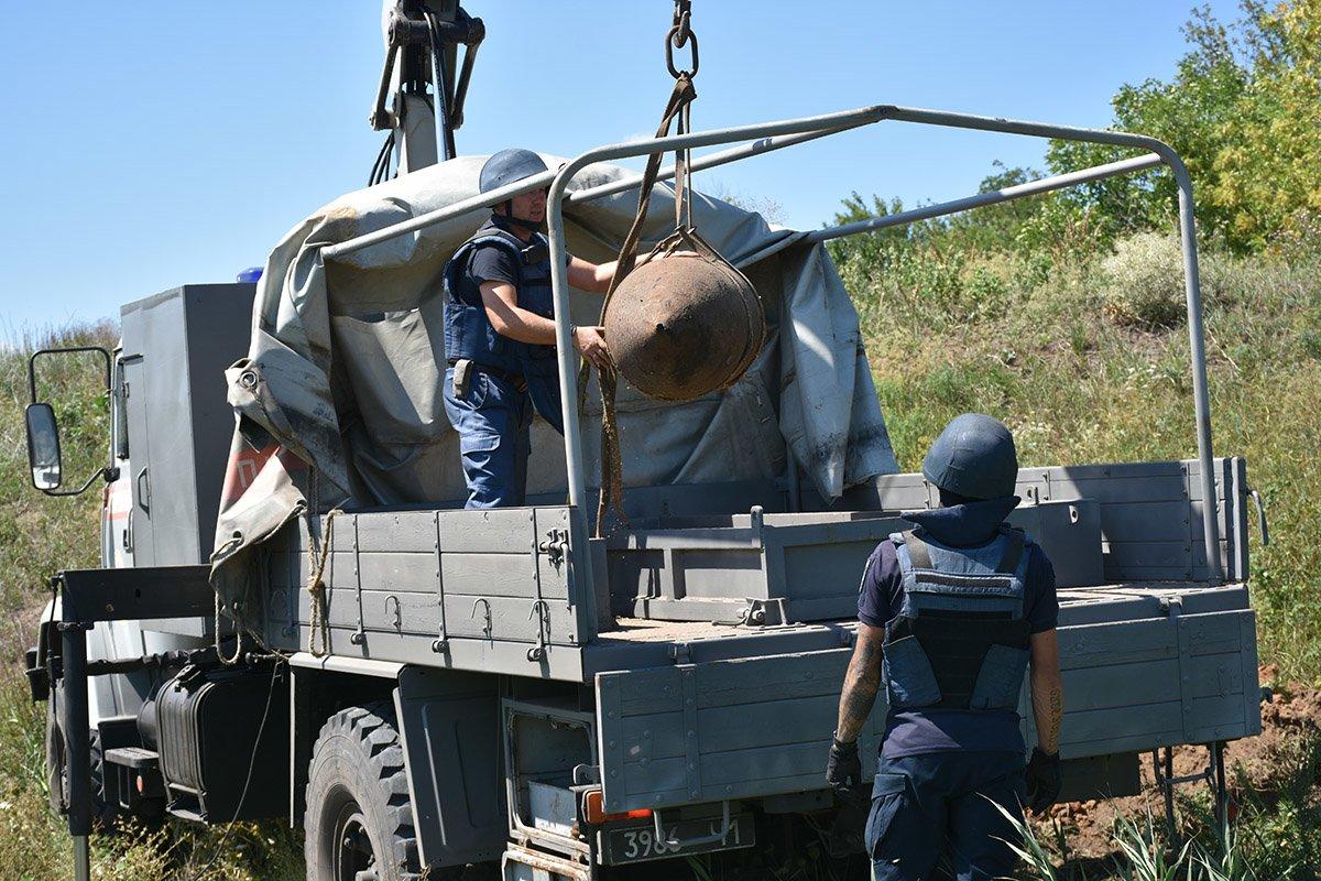 На Днепропетровщине нашли бомбу времен прошлых войн, - ФОТО, ВИДЕО, фото-2