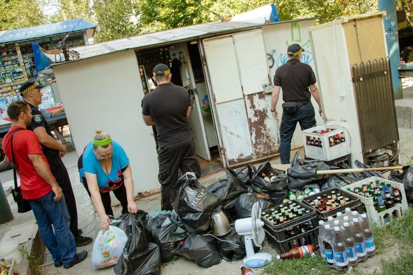 В Днепре снесли два незаконных киоска, где продавали алкоголь по ночам, - ФОТО, фото-2