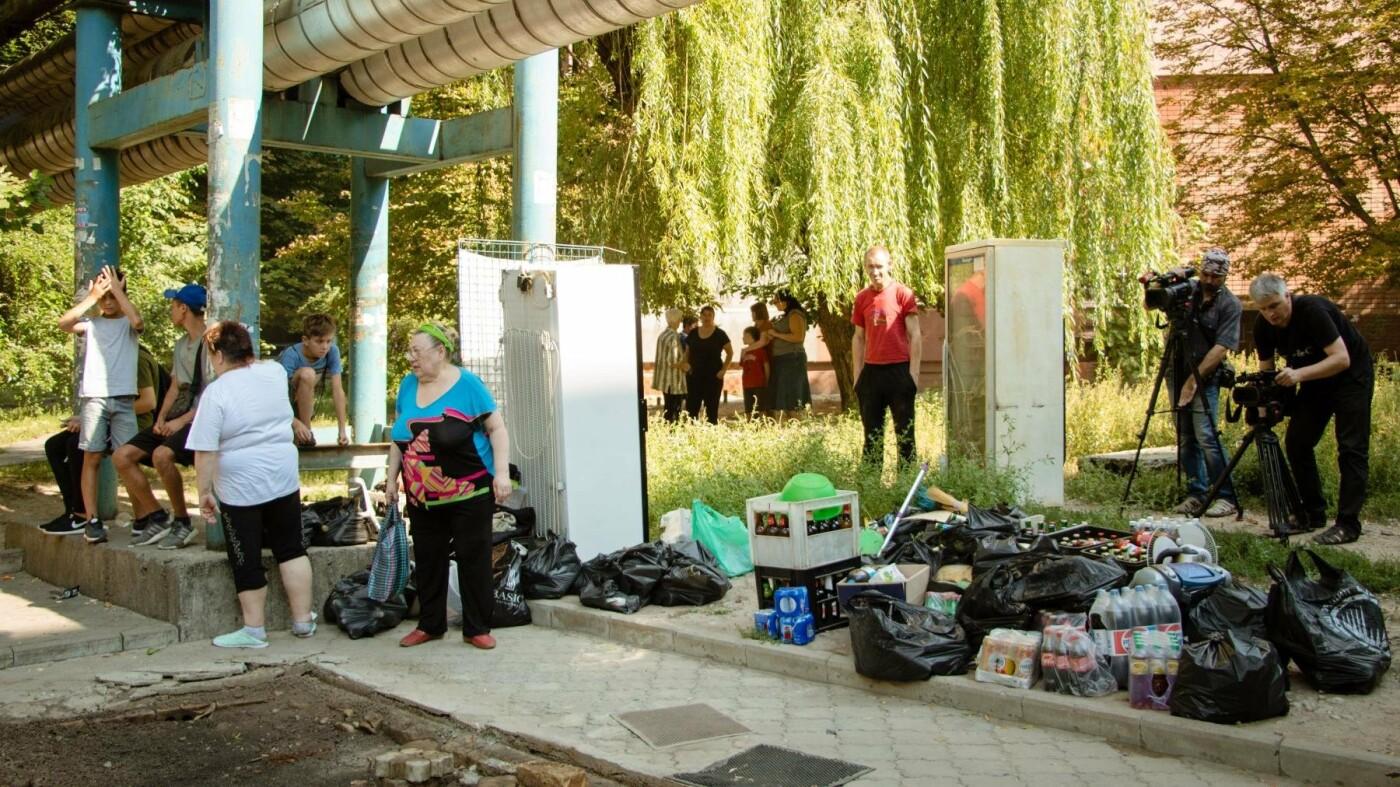 В Днепре снесли два незаконных киоска, где продавали алкоголь по ночам, - ФОТО, фото-1