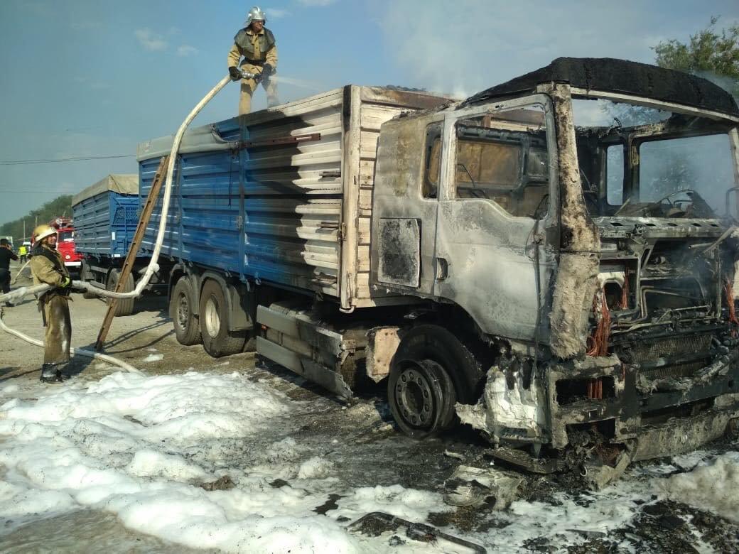 На трассе Днепр-Николаев сгорел грузовой автомобиль со жмыхом, - ФОТО, ВИДЕО, фото-1