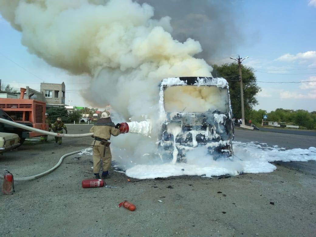 На трассе Днепр-Николаев сгорел грузовой автомобиль со жмыхом, - ФОТО, ВИДЕО, фото-2