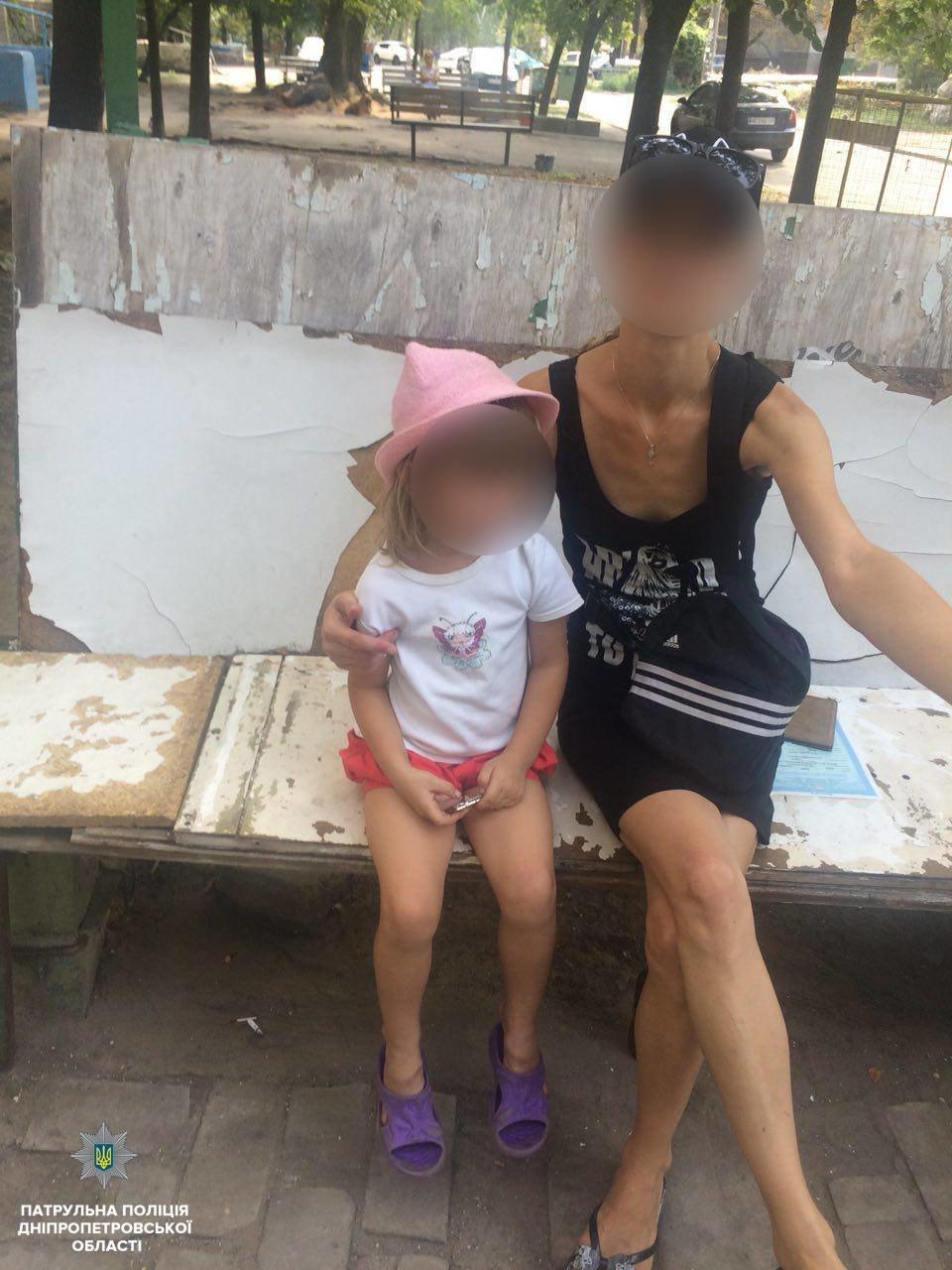 В Днепре горе-папаша оставил дочку одну гулять, а сам уснул в кустах, - ФОТО, фото-1