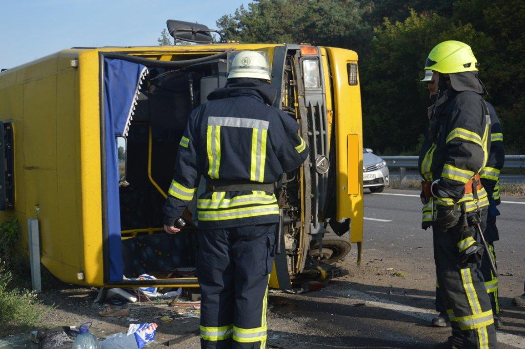 Под Днепром фура врезалась в автобус с людьми: много пострадавших,  - ФОТО, ВИДЕО, фото-2