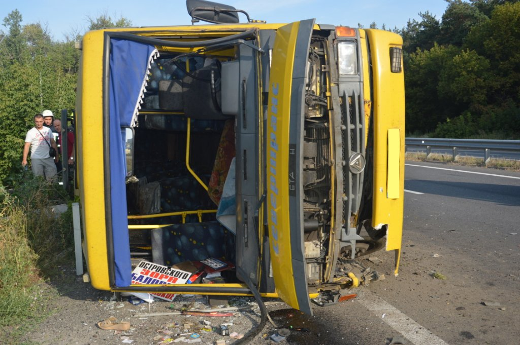 Под Днепром фура врезалась в автобус с людьми: много пострадавших,  - ФОТО, ВИДЕО, фото-3