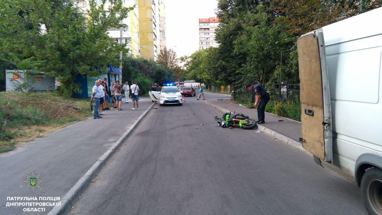 В Днепре мотоциклист, пытаясь скрыться от патрульных, сбил женщину, - ФОТО, фото-1