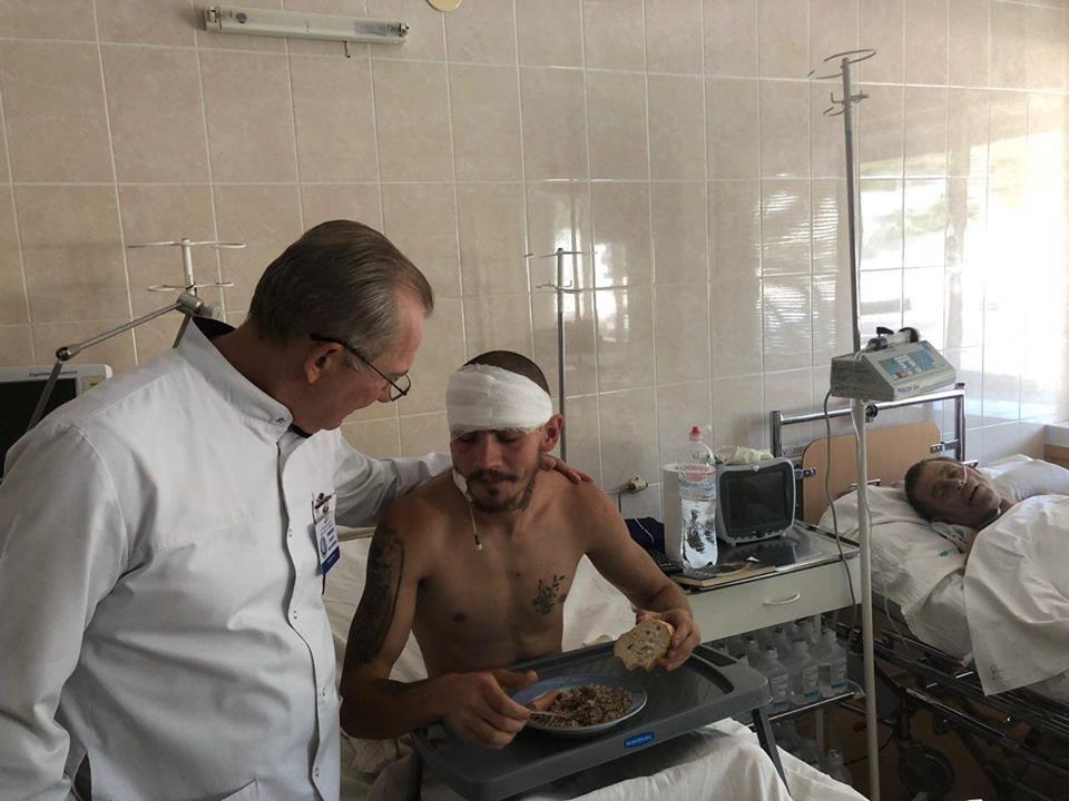 День рождения на реанимационной койке: в Мечникова спасают 22-летнего бойца с минно-взрывным ранением, - ФОТО, фото-1