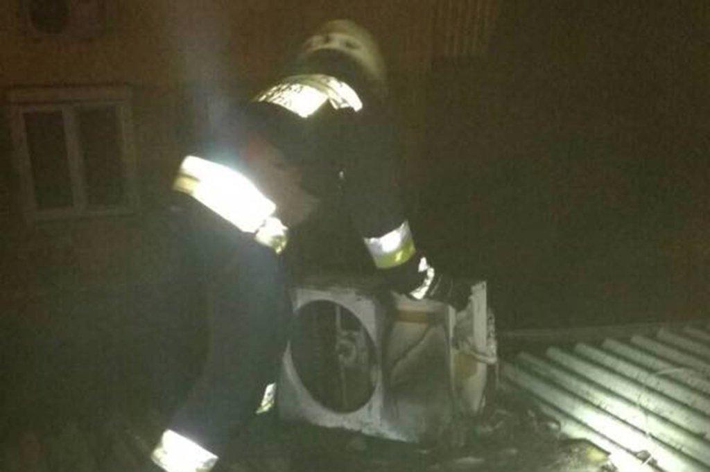 В Днепре ночью 14 пожарных тушили один киоск, - ФОТО, фото-1