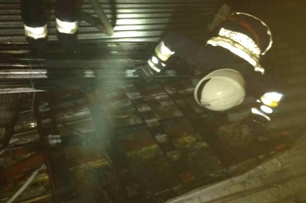 В Днепре ночью 14 пожарных тушили один киоск, - ФОТО, фото-2