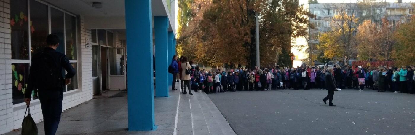 В Днепропетровской области в школе разбили ампулу с химикатом: эвакуировано 1200 детей, - ФОТО, ВИДЕО, фото-1