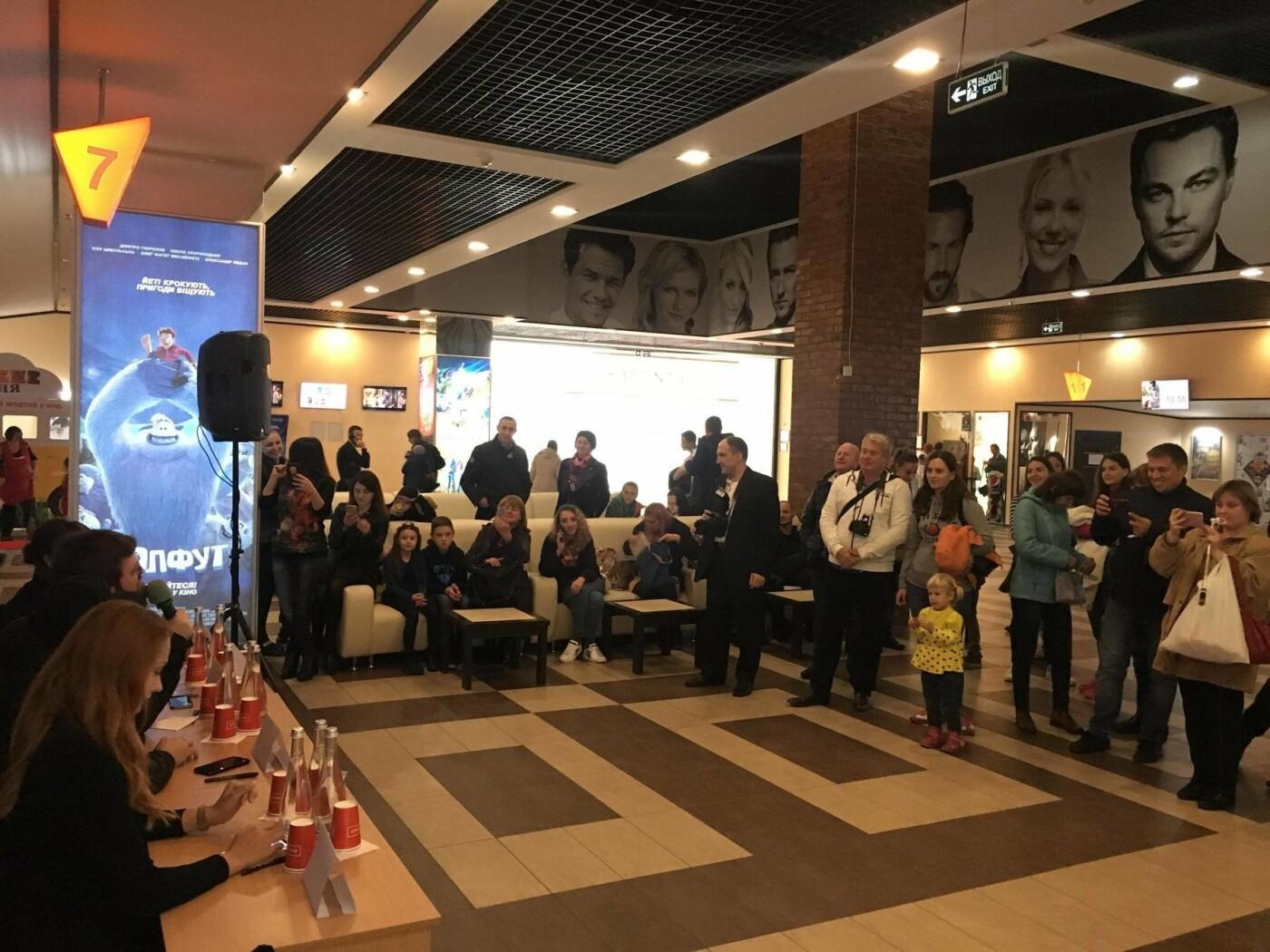 В Днепре прошла фан-встреча и автограф-сессия с украинским музыкантом, - ФОТО, фото-6