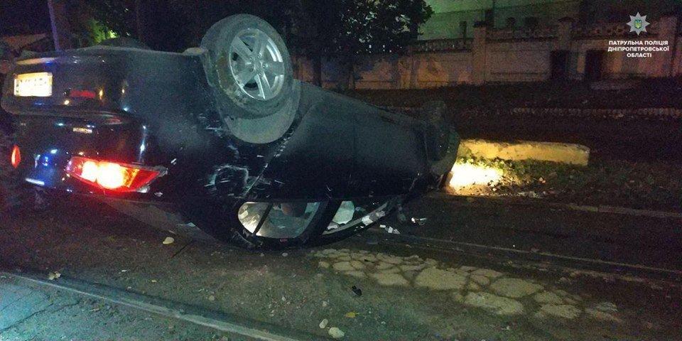 В Днепре пьяный водитель оставил перевернутый автомобиль на трамвайных путях, - ФОТО, фото-2
