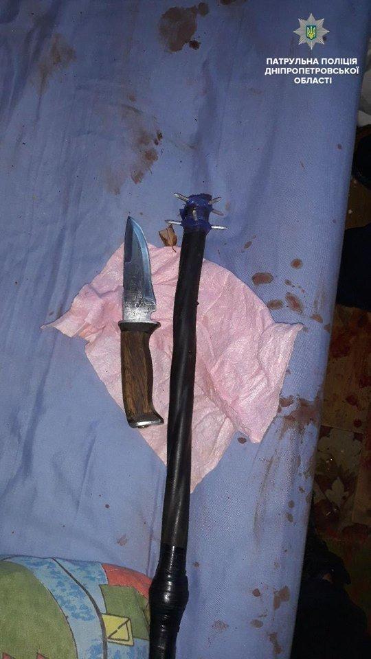 Дубинка с гвоздями, ножи и наркотики: в Днепре задержали мужчину, нападавшего на свою мать, - ФОТО, фото-1