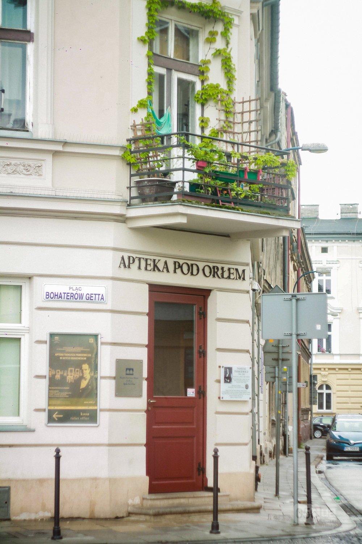 Приехать в Польшу и влюбиться, часть 1: мини-гайд по Кракову о жилье, транспорте и развлечениях, и экскурсия в Аушвиц-Биркенау , - ФОТО, фото-25