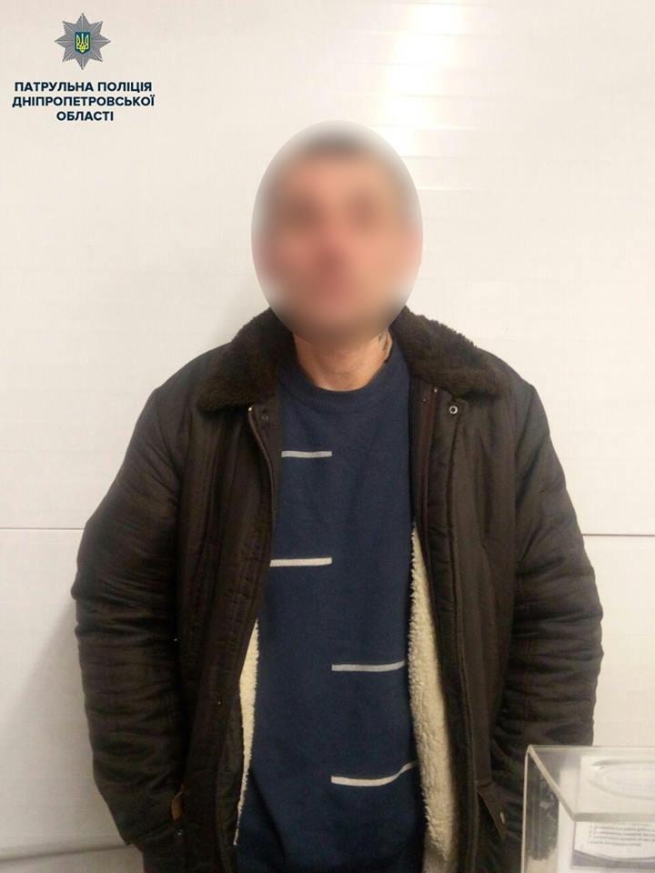 В Днепре мужчина разгуливал по супермаркету с гранатой: на место вызвали полицию, - ФОТО, фото-1