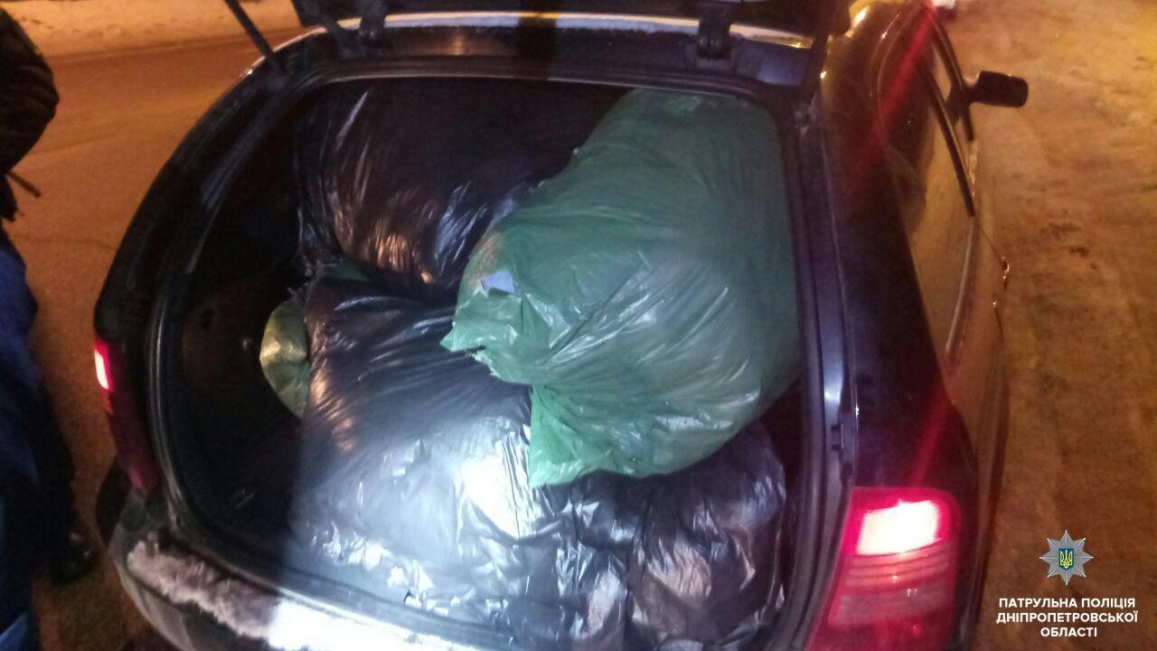 Когда нет денег: в Днепре пятеро мужчин украли полсотни шуб, - ФОТО, фото-1