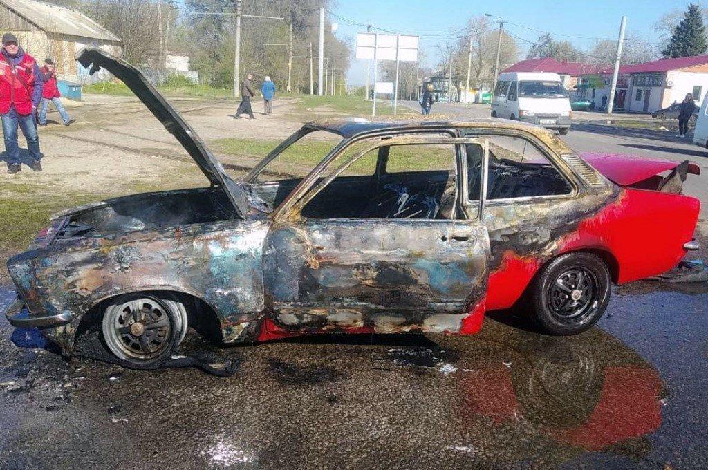 В Днепре ЧП на улице: машина сгорела дотла, пожарным уже нечего было спасать (Фото). Новости Днепра