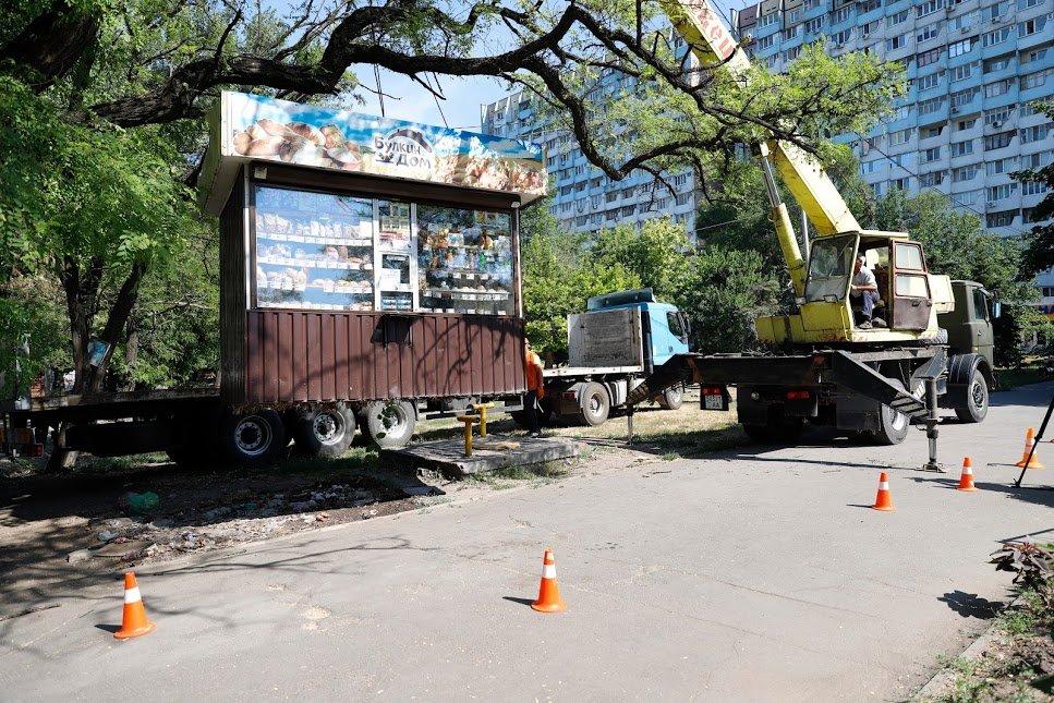 Страйк по МАФам: в Днепре демонтировали сразу 4 незаконных киоска, - ФОТО, фото-5