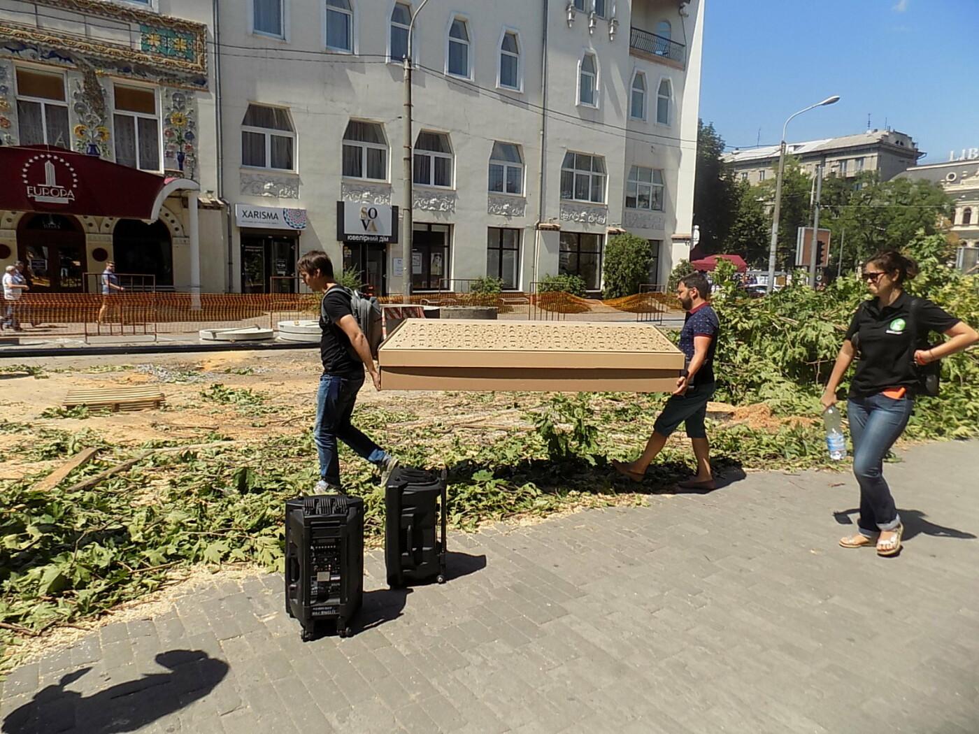 В Днепре провели «похороны» деревьев с Короленко: последние деревья срубили, пока город спал, - ФОТО, фото-8