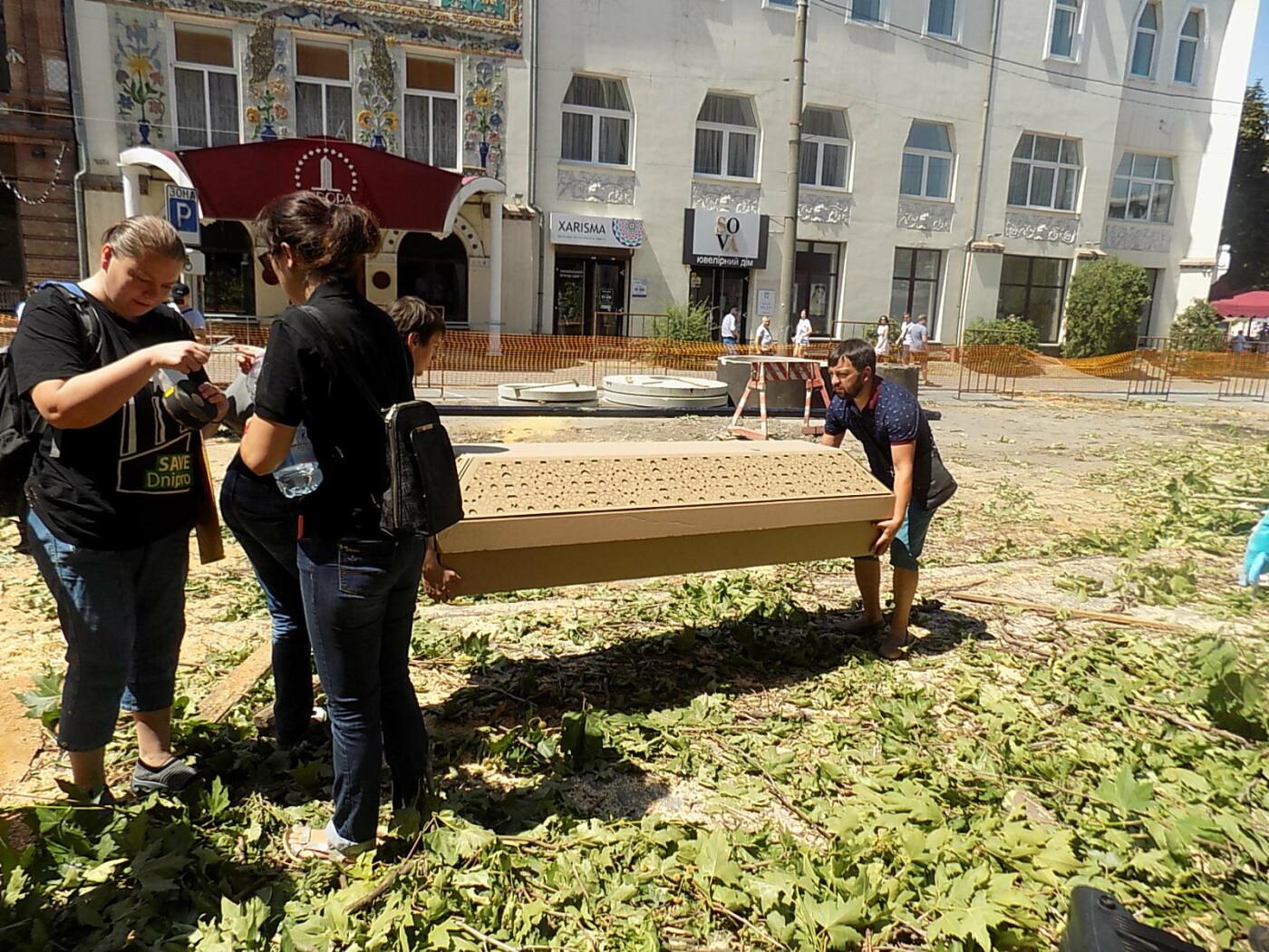 В Днепре провели «похороны» деревьев с Короленко: последние деревья срубили, пока город спал, - ФОТО, фото-9