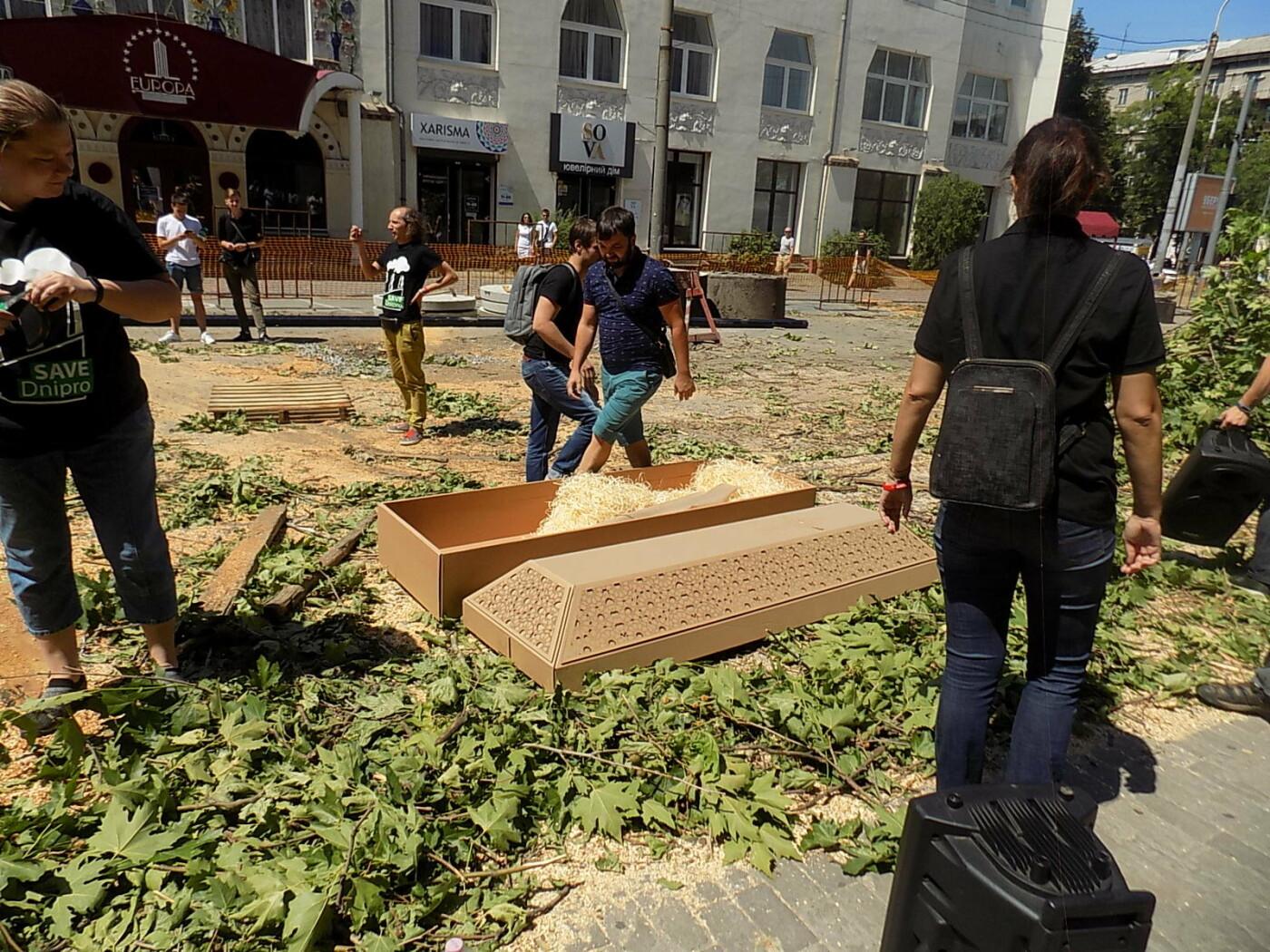 В Днепре провели «похороны» деревьев с Короленко: последние деревья срубили, пока город спал, - ФОТО, фото-10