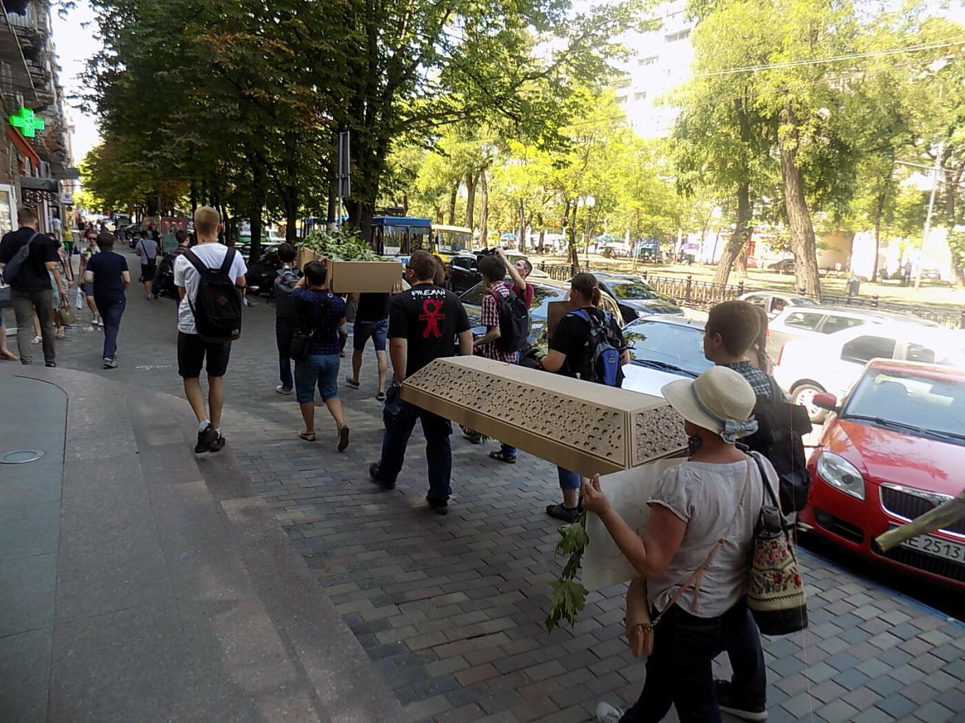 В Днепре провели «похороны» деревьев с Короленко: последние деревья срубили, пока город спал, - ФОТО, фото-15