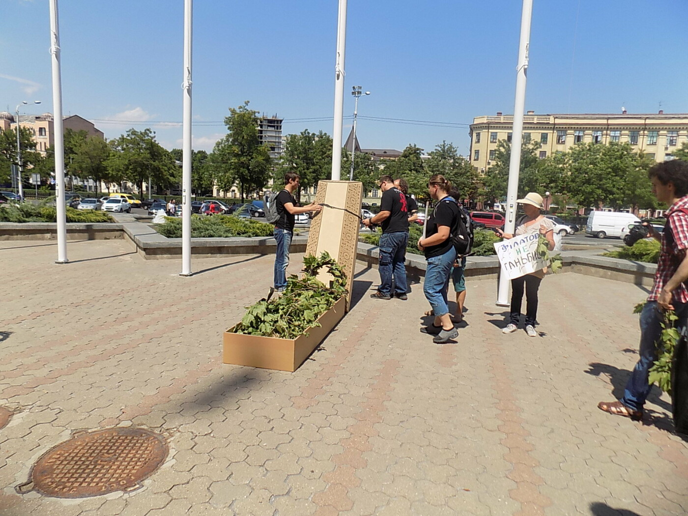 В Днепре провели «похороны» деревьев с Короленко: последние деревья срубили, пока город спал, - ФОТО, фото-18