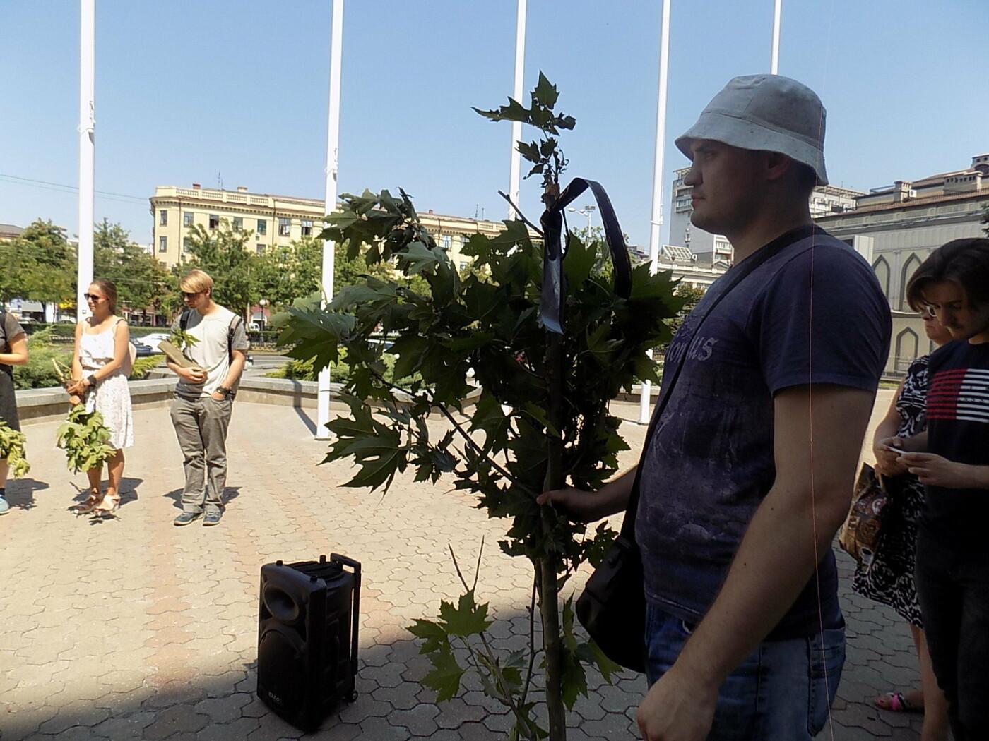 В Днепре провели «похороны» деревьев с Короленко: последние деревья срубили, пока город спал, - ФОТО, фото-19