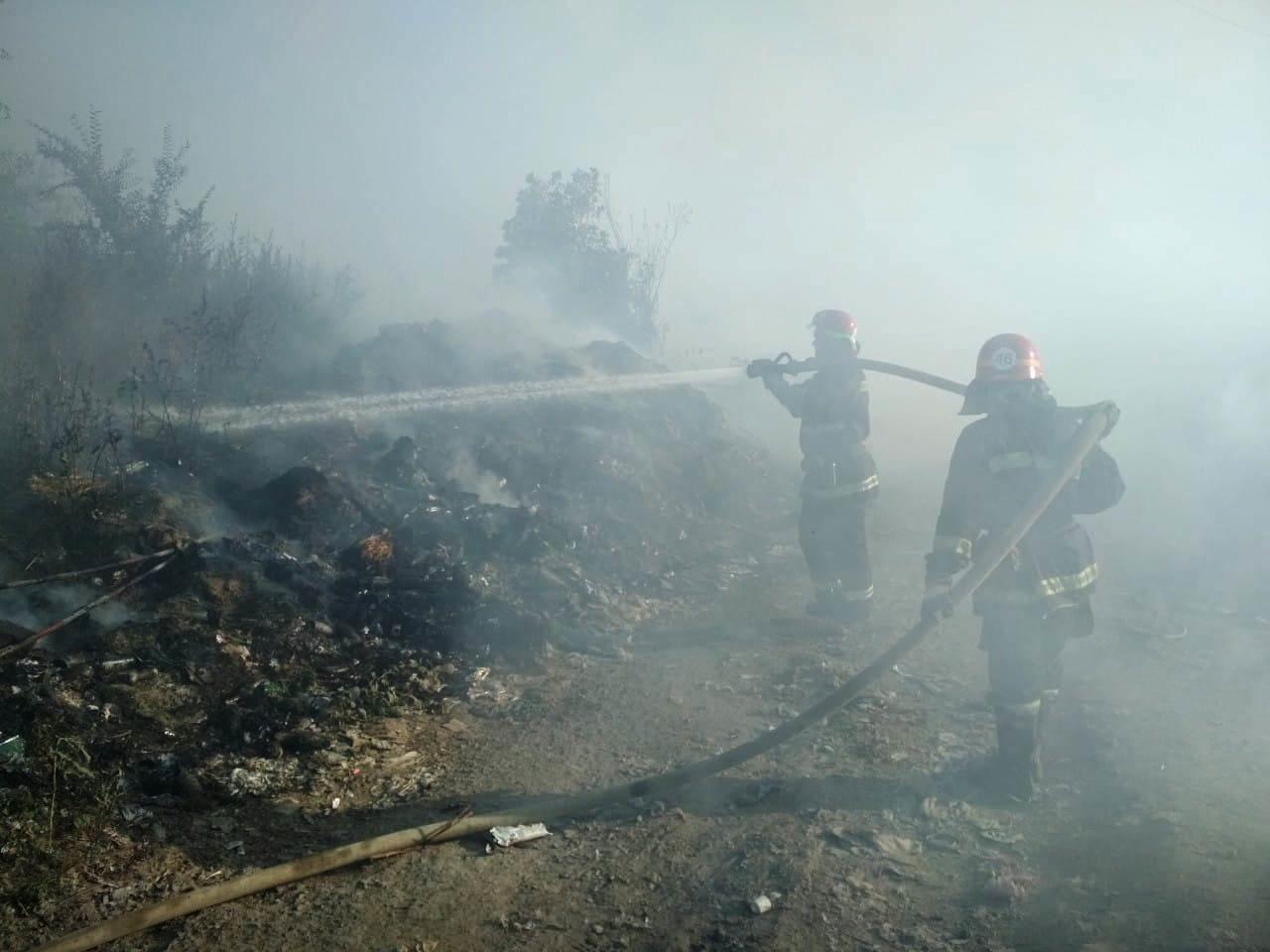 Под Днепром спасатели вторые сутки борются с масштабным пожаром на городской свалке, - ФОТО, фото-2