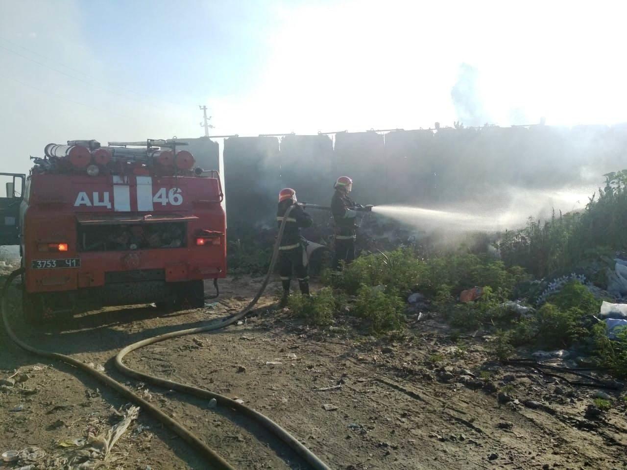 Под Днепром спасатели вторые сутки борются с масштабным пожаром на городской свалке, - ФОТО, фото-3
