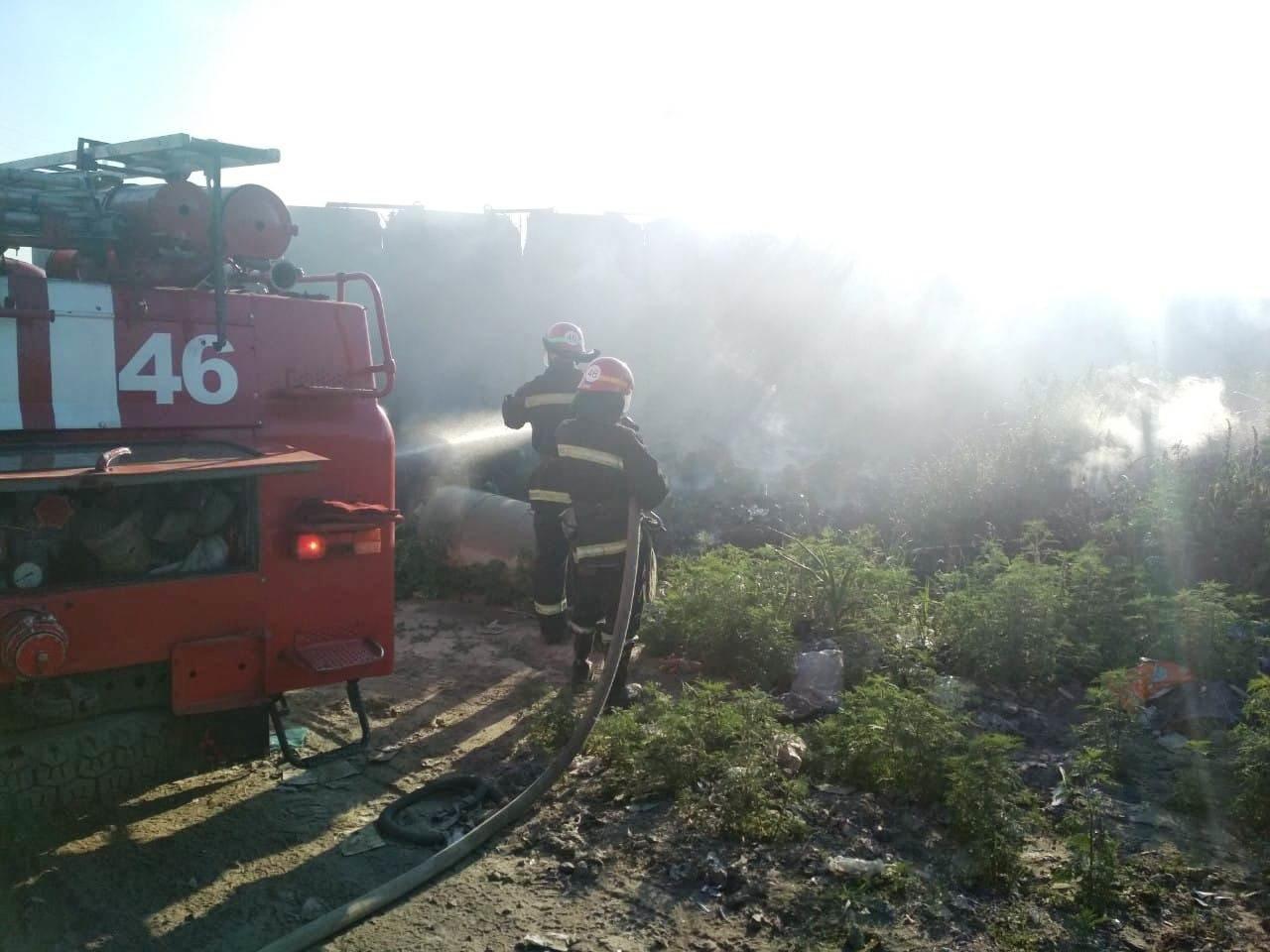 Под Днепром спасатели вторые сутки борются с масштабным пожаром на городской свалке, - ФОТО, фото-1