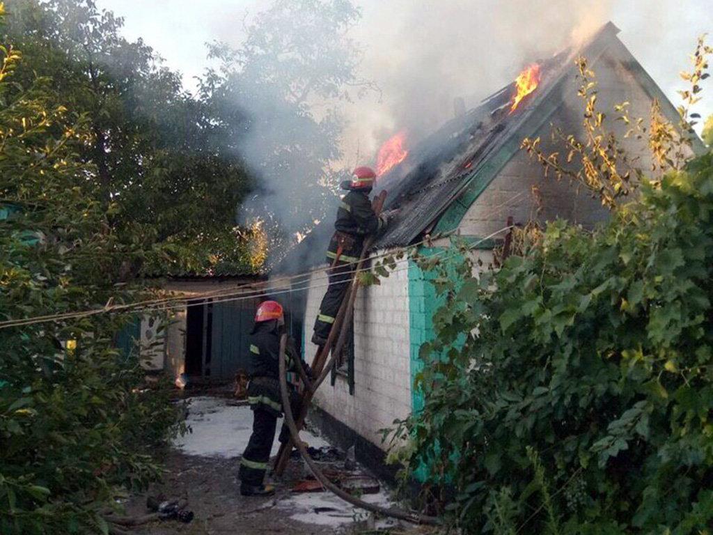 На Днепропетровщине горел жилой дом: погиб человек, - ФОТО, ВИДЕО, фото-1