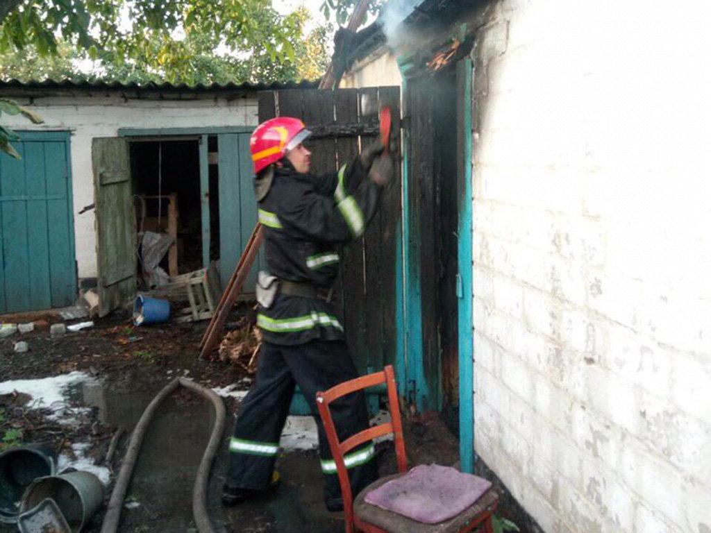 На Днепропетровщине горел жилой дом: погиб человек, - ФОТО, ВИДЕО, фото-3