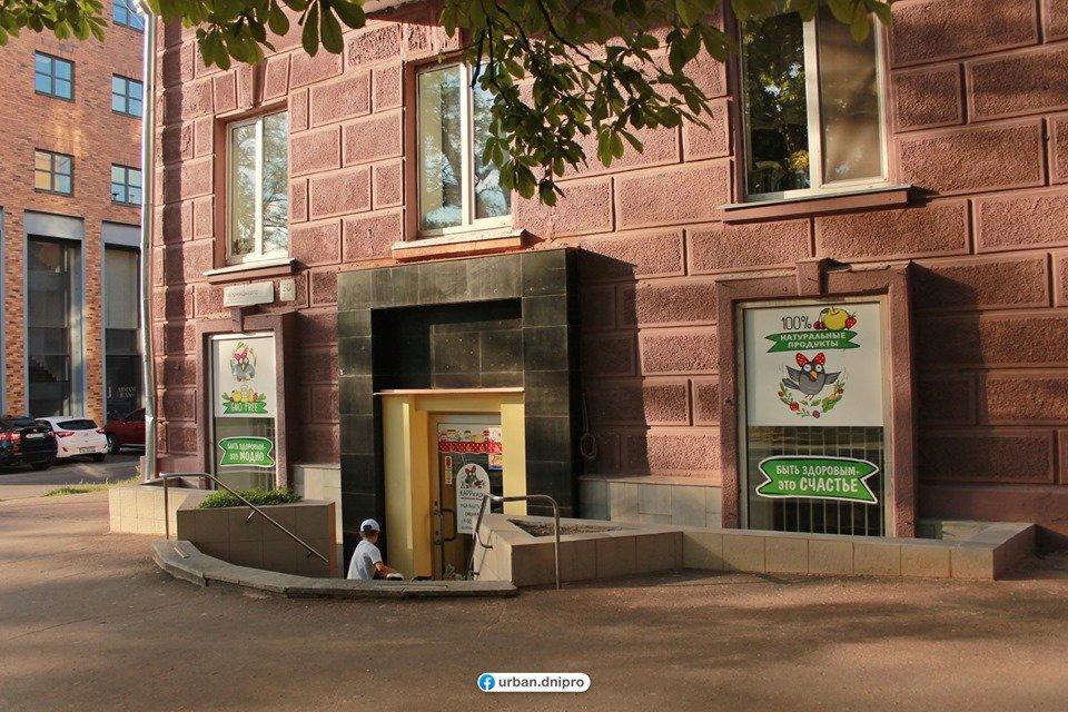 Демонтаж кондиционеров и спутниковых тарелок: как проходит реставрация фасадов в центре Днепра, - ФОТО, фото-5