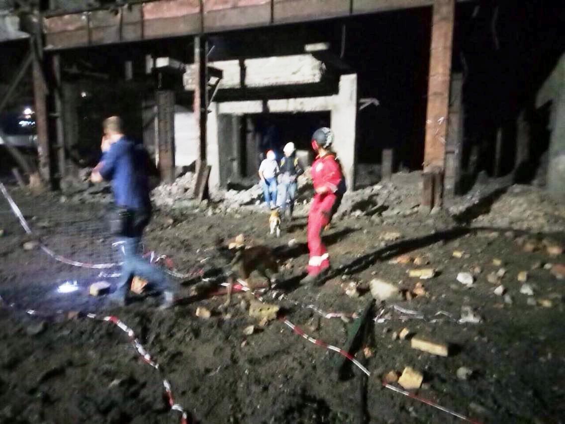 На Днепропетровщине обвалилось здание фабрики: есть пострадавшие, - ФОТО, фото-2