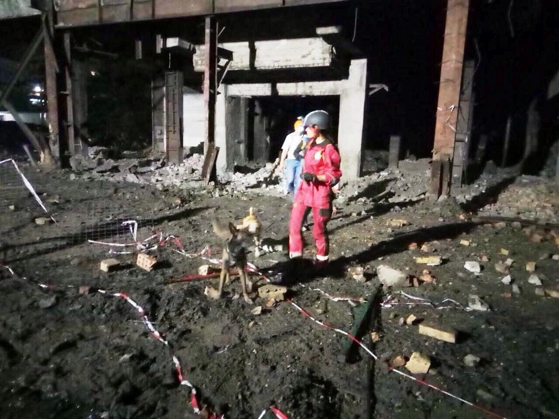 На Днепропетровщине обвалилось здание фабрики: есть пострадавшие, - ФОТО, фото-1