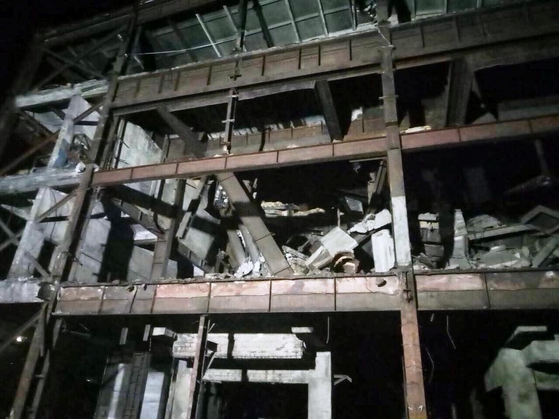 На Днепропетровщине обвалилось здание фабрики: есть пострадавшие, - ФОТО, фото-3