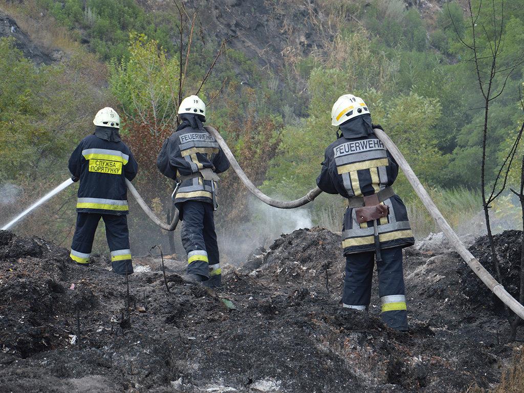 Масштабный пожар под Днепром: пожарные с самого утра борются с огнем, - ФОТО, ВИДЕО, фото-1