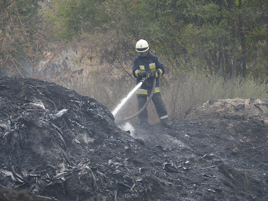 Масштабный пожар под Днепром: пожарные с самого утра борются с огнем, - ФОТО, ВИДЕО, фото-2