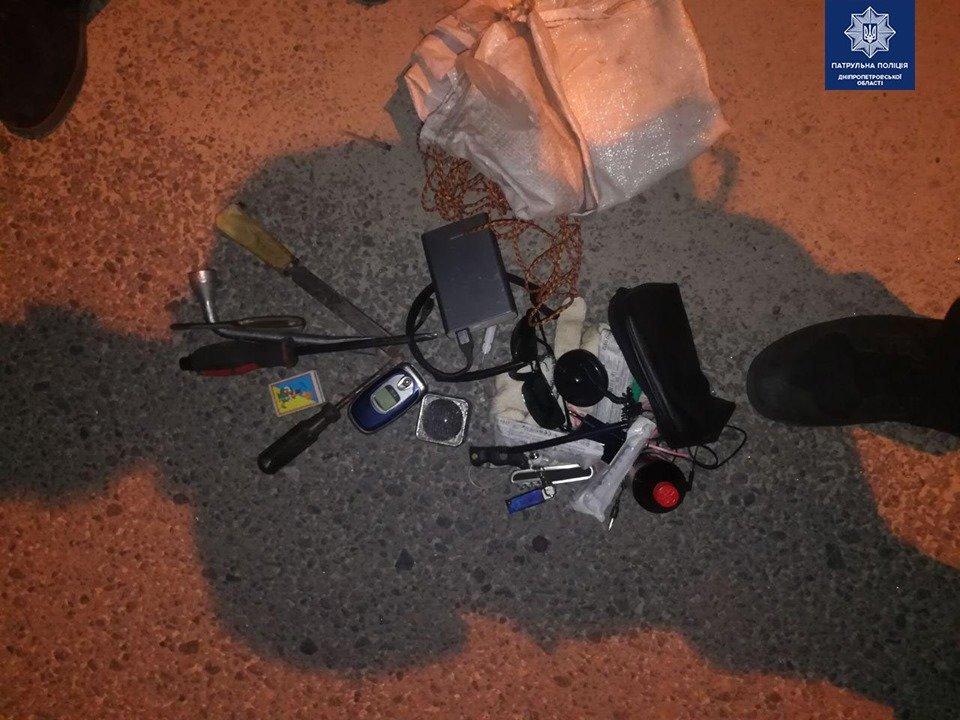 Испугались при виде патрульных: в Днепре ночью мужчины пытались проникнуть в помещение, - ФОТО, фото-1