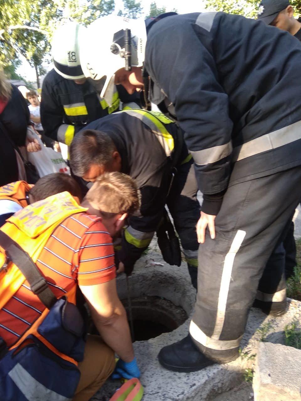 В Днепре в открытом люке нашли 6-летнего мальчика, - ФОТО, ВИДЕО, фото-2