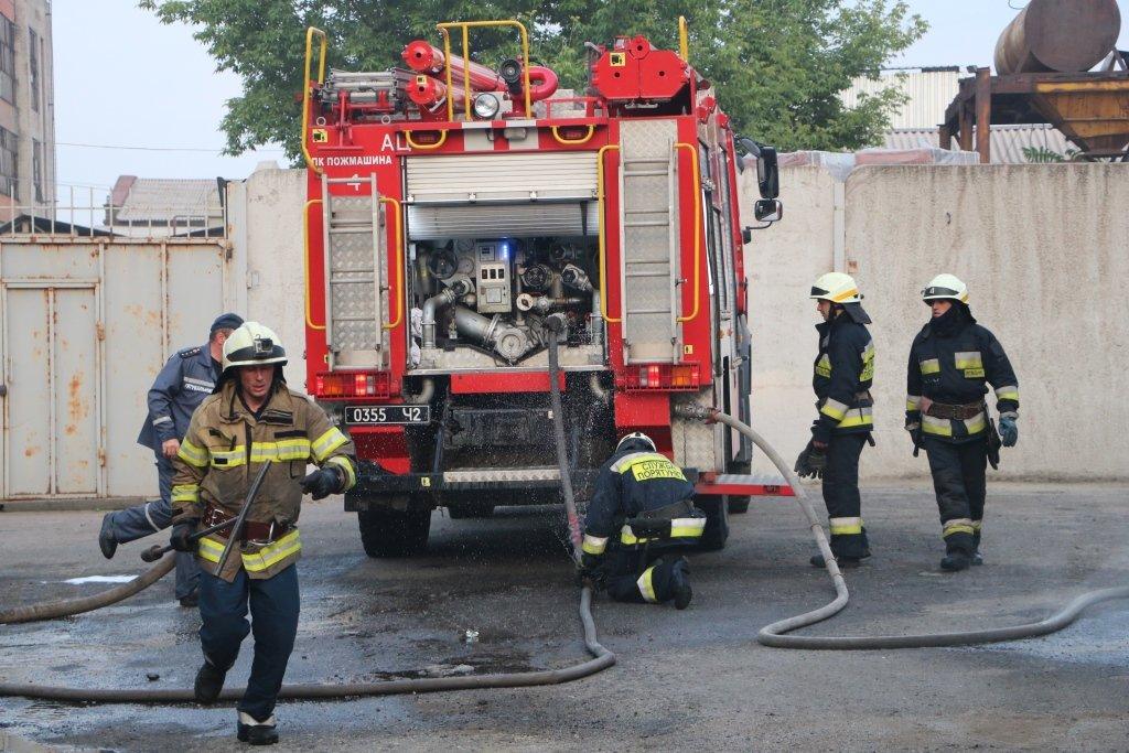 В Днепре произошел пожар на производстве, - ФОТО, ВИДЕО, фото-5