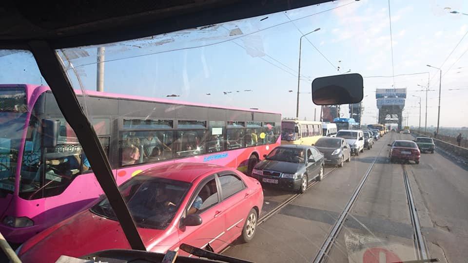 Пешеходный Новый мост, пробки и задержка маршруток: как обстоит ситуация на дорогах Днепра, - ФОТО, фото-2