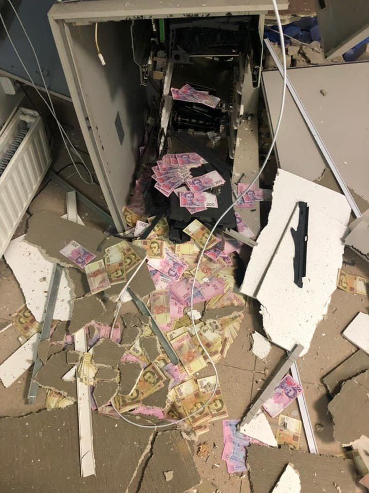 На Днепропетровщине члены преступной группировки подорвали банкомат, - ФОТО, ВИДЕО , фото-1