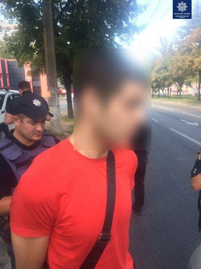 В Днепре мужчина ехал на такси  посреди дня с пистолетом и наркотиками, - ФОТО, фото-3